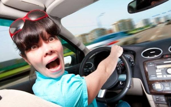 Новенький водитель за рулем