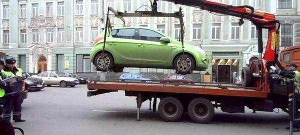 В Госдуме предложили запретить эвакуацию за неправильную парковку
