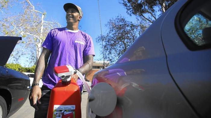 Стоимость литра бензина в США упала до 12 центов