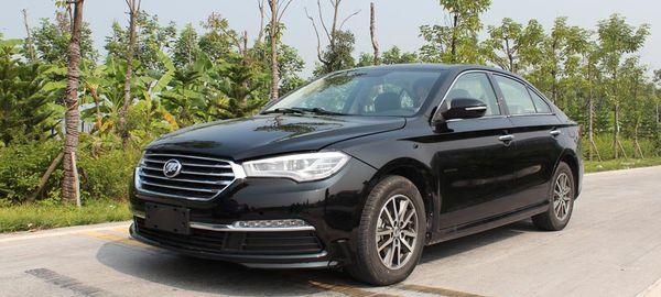 Продажи китайских автомобилей в России упали на 52%