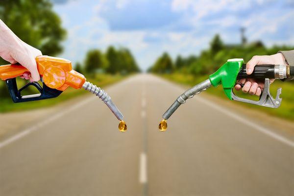 Беларусь прекратила поставлять бензин в Россию из-за падения курса рубля