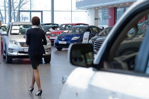 Число автосалонов в России сократилось впервые с 2009 года