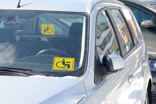 Законность установки на автомобиле знака «Инвалид» надо будет подтвердить документом об инвалидности