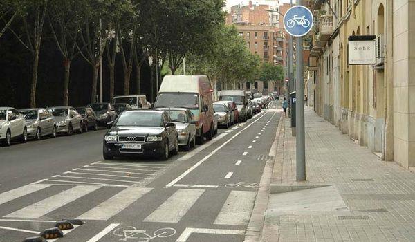 Штраф в 3000 рублей предлагается ввести за парковку на велодорожках