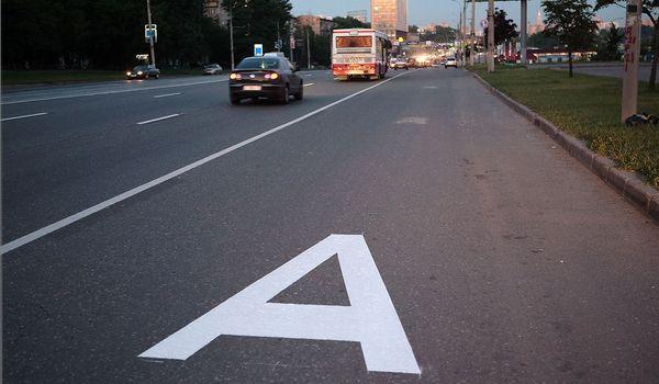 В Москве автомобилям каршеринга могут разрешить ездить по выделенным полосам