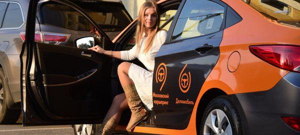 8 марта всех автоледи в Москве поздравят ГИБДД и оператор каршеринга «Делимобиль»