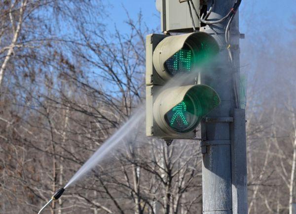 Светофоры и дорожные знаки в Москве хотят почистить и отремонтировать к 25 марта 2016 года