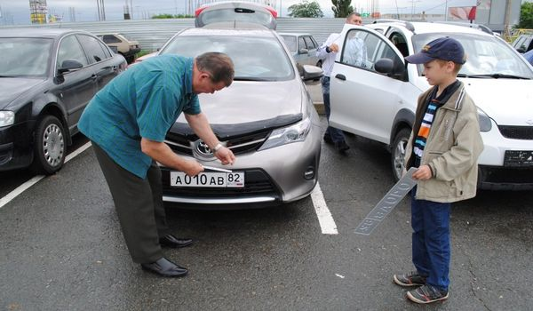 В Крыму возникла очередь за российскими автомобильными номерами