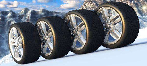 ЦОДД Москвы просит водителей пока не менять резину с зимней на летнюю