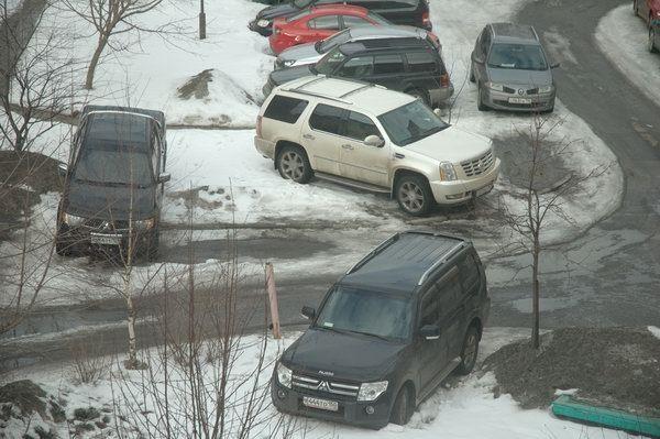 Водителей оштрафовали на 22 миллиона рублей за парковку на газонах в Подмосковье