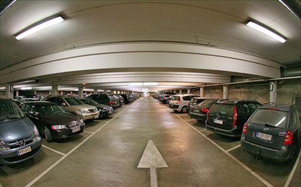 Парковочные места и открытые площадки в зданиях сделают недвижимостью