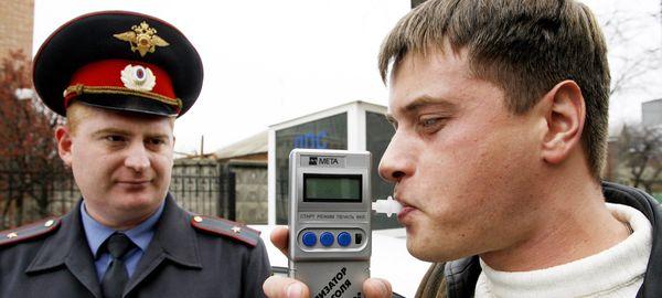 Сотрудникам полиции могут разрешить использовать алкотестер на месте правонарушения