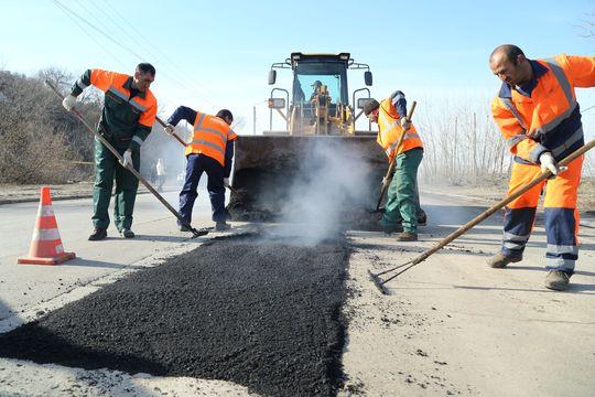 Медведев требует отремонтировать все дороги в России
