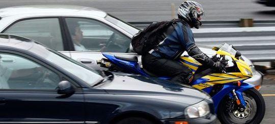 Количество ДТП с участием мотоциклистов в начале и конце сезона увеличивается на 20%