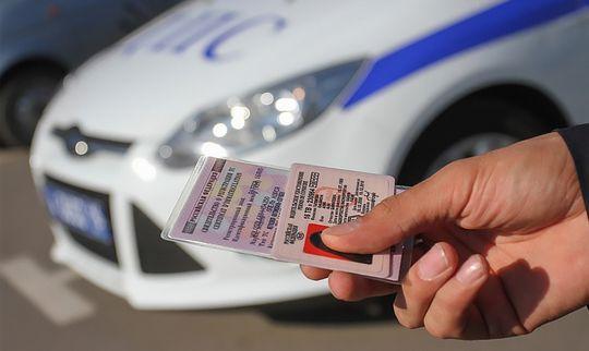 В Госдуме хотят ввести электронные водительские права