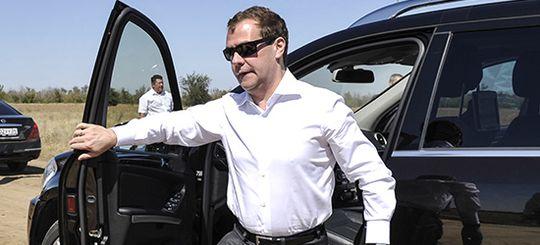 Медведев подписал постановление об опасном вождении