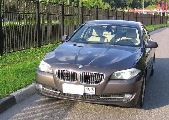 Владельцам BMW разрешили бесплатно ездить по трассе М11