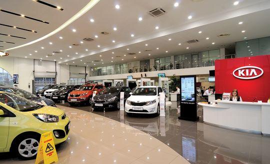 Годовой прогноз по продажам автомобилей в России снижен АЕБ