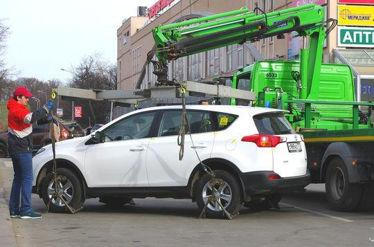 Депутат Госдумы предлагает ввести скидку в 50% на оплату принудительной эвакуации машины