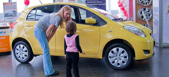 Дилеры предлагают использовать материнский капитал для покупки автомобилей
