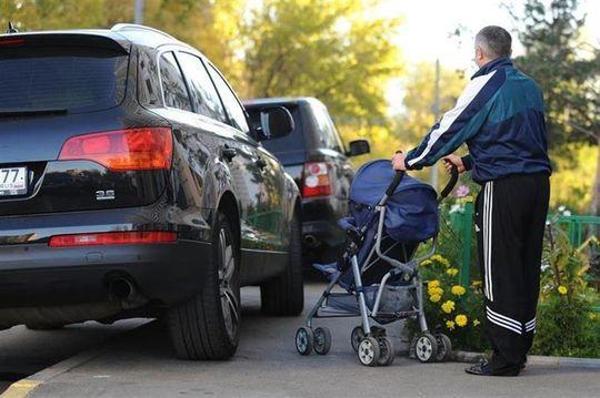 Парковку на тротуарах начнут фиксировать в автоматическом режиме