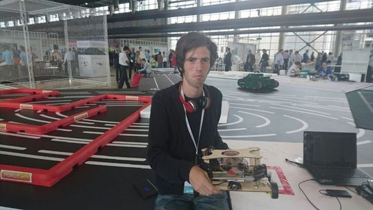 В России придуман робот, который будет ремонтировать дорожные ямы