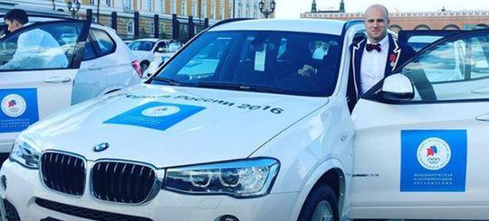 Олимпийские призеры продолжают продавать подаренные в Кремле BMW