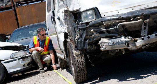 Для выплаты возмещения по КАСКО нужны результаты экспертизы повреждений автомобиля