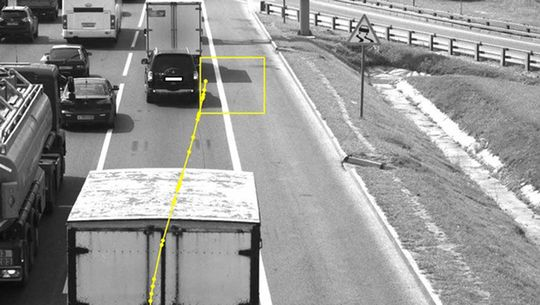 Получил штраф с камеры за то, что тень от грузовика, который ехал перед ним по полосе, пересекла сплошную.