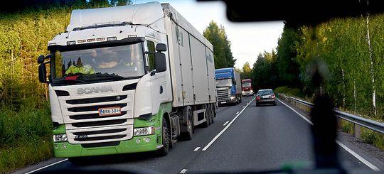 Плату за проезд грузовиков заморозят на 2 года