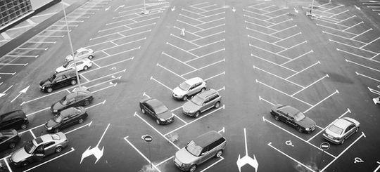 Водитель доказал в суде незаконность штрафа за парковку «елочкой»
