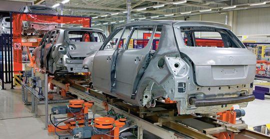 Минпромторг хочет заставить автопроизводителей работать только с российским сырьем