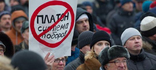 Дальнобойщики России снова начали устраивать митинги против «Платона»