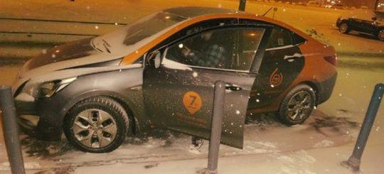 Пользователи службы каршеринга разбирают автомобили на запчасти