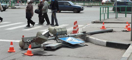В Москве с начала 2016 года водители повредили светофоры на сумму более 2 млн рублей