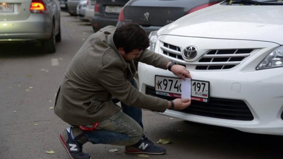Власти Москвы усилят борьбу с закрывающими номера водителями