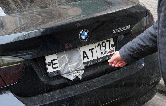 За стоянку машины с нечитаемыми номерами могут начать штрафовать на 5 000 рублей в Москве и Санкт-Петербурге