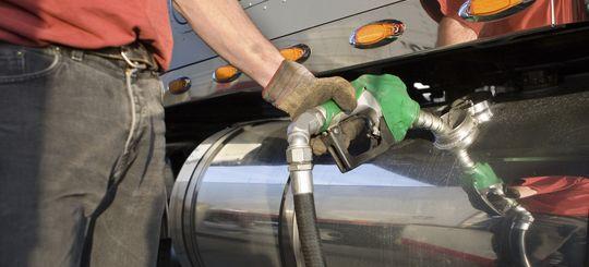 Правительство хочет включить транспортный налог в цену топлива