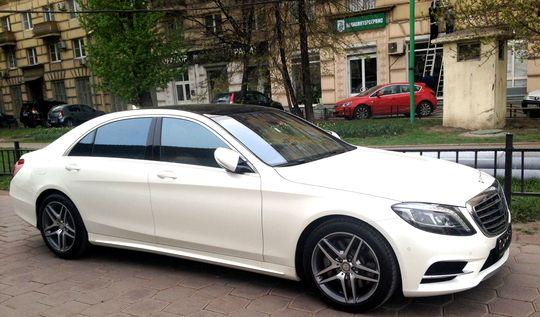 Парковка в Шереметьево станет бесплатной для Mercedes, BMW и Audi