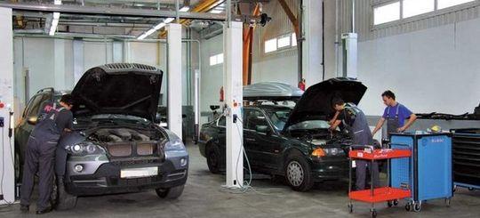 Из-за дорожающих автосервисов водители все чаще заглядывают в гараж «дяди Васи»