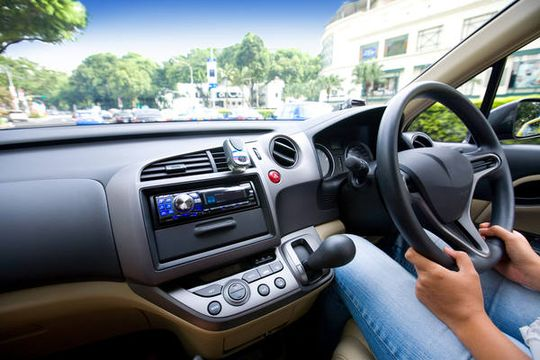 Инициативные граждане предложили запретить праворульные машины