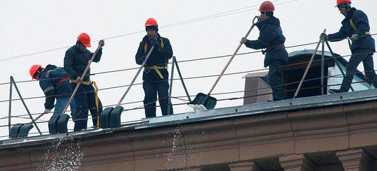 Московские коммунальщики не признали вину за разбитый при уборке снега автомобиль