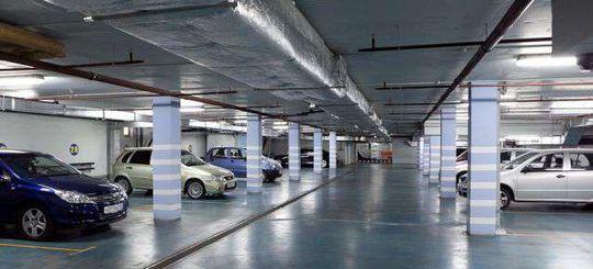 Автовладельцы не торопятся покупать машино-места из-за слишком высоких цен