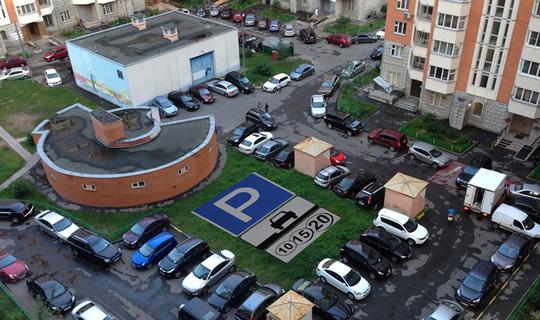 Москвичку оштрафовали на 30 тысяч рублей за парковку возле дома