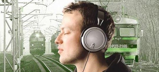 Депутаты Мособлдумы хотят отучить подростков носить наушники при передвижении по железной дороге
