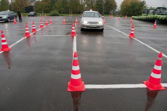 Автошколы пожаловались на рейдерский захват своих автодромов сотрудниками ГИБДД