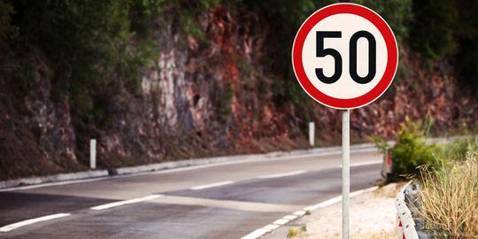 Водителей заставят ездить по трассам Подмосковья со скоростью 50 км/ч