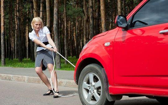 Водителям-новичкам запретят буксировать другие машины