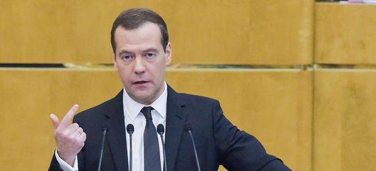 Премьер-министр РФ Медведев остался недоволен дорожными подрядчиками в Омске
