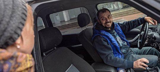 Гастарбайтерам запретили работать без прав: число таксистов уменьшилось на 20%